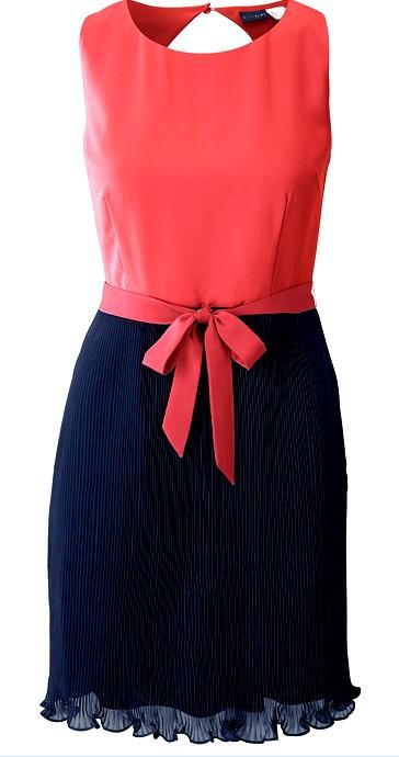 Kleid rot oder blau