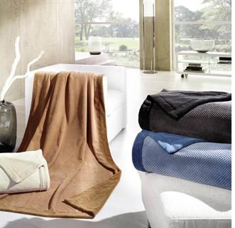 wohndecke von biederlack tagesdecke 180 x 250 blau decke. Black Bedroom Furniture Sets. Home Design Ideas